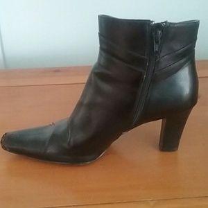 Size 7.5. Worthington black heeled ankle boot.